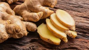 sliced fresh ginger root