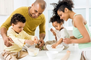 AFRICAN AMERICAN FAMILY PREPARING A HEALTHY MEAL